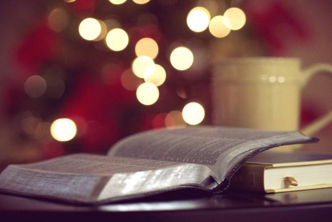 Гадание в Крещенский вечер на книге