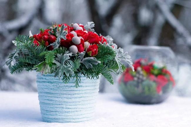вазочка с зимней композицией
