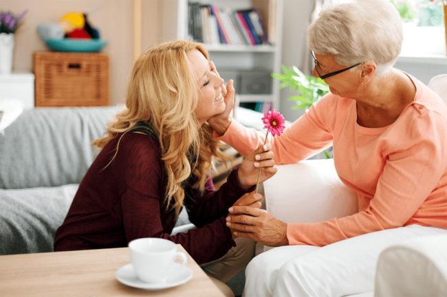 Что подарить на Новый год любимой бабушке