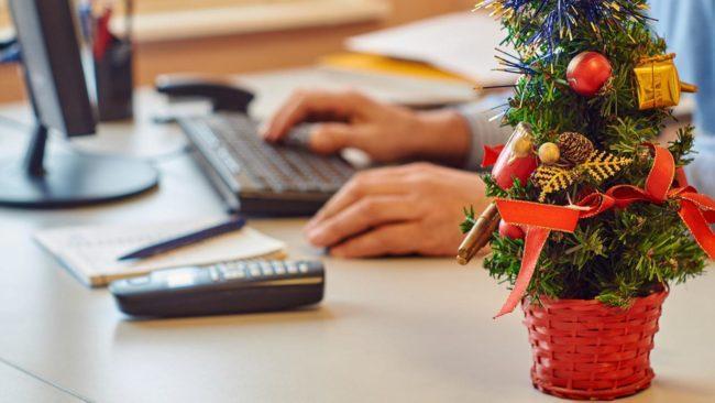Как украсить офис на Новый год 2022