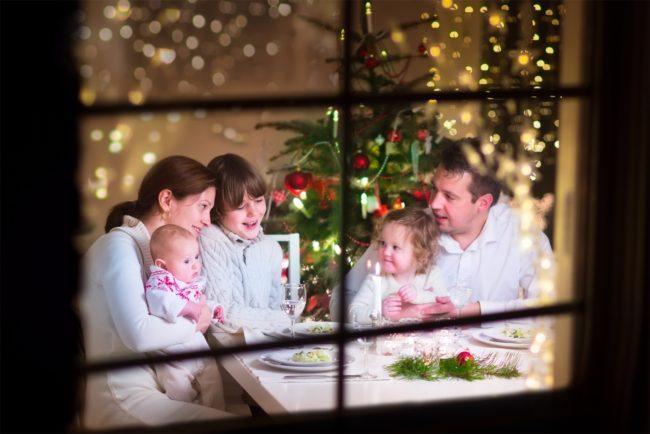 Новогодняя застолье в кругу семьи