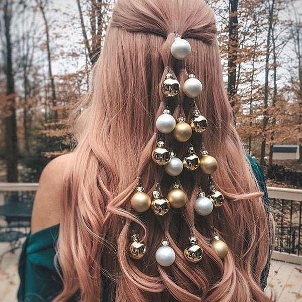 елочные шарики в волосах