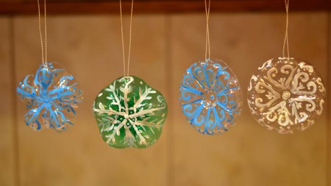 Красивые новогодние игрушки из пластиковых бутылок