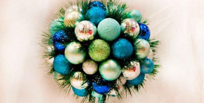 Новогодний топиарий из шаров