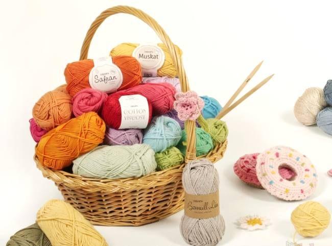 Пряжа и инструменты для вязания