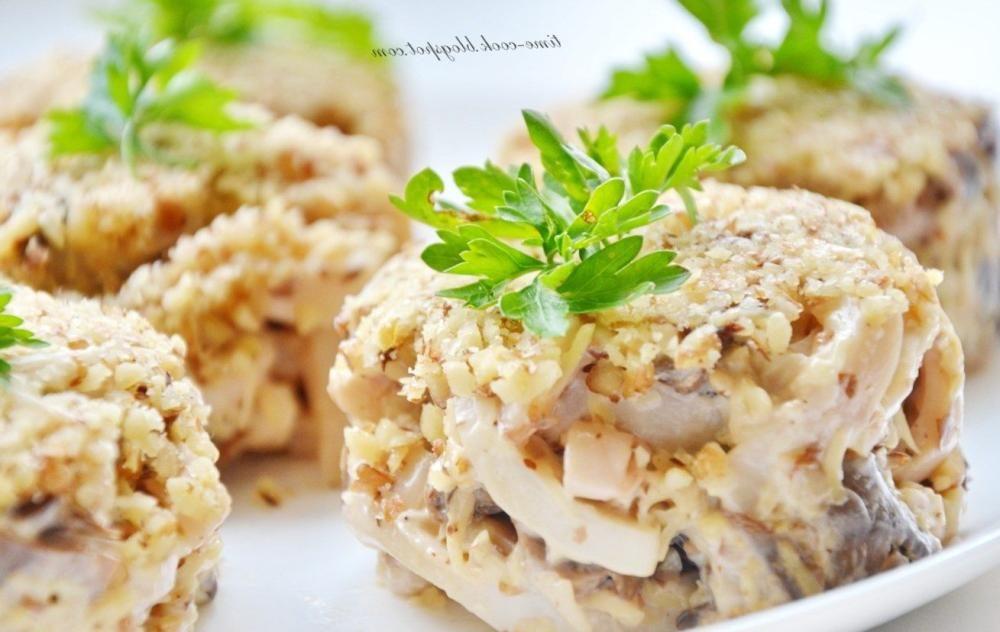 Новогодний салат с кальмаром