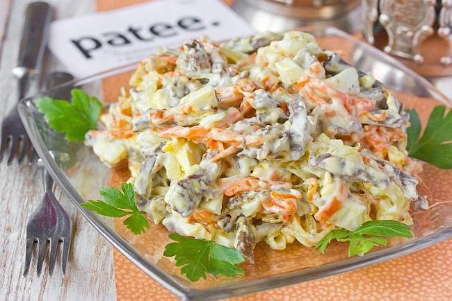 Салат с сердцем и морковкой