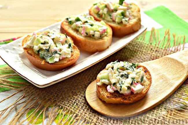 Бутерброды с крабовым салатом