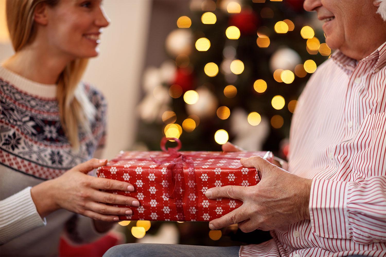 Что подарить родителям на Новый год советы