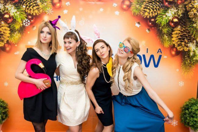 Девушки на празднике