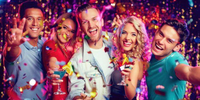 Новогодние игры и конкурсы для взрослых