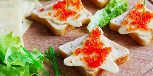 в форме елочек с твердым сыром