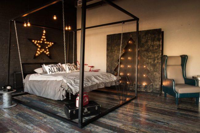 кровать на цепочках