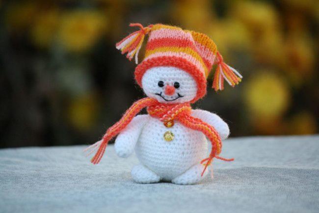 Снеговик, связанный крючком по нашим схемам