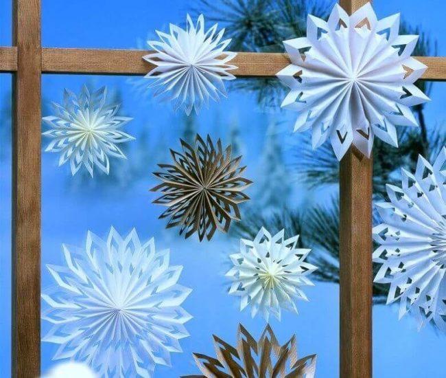 Объемные снежинки из бумаги, сделанные своими руками