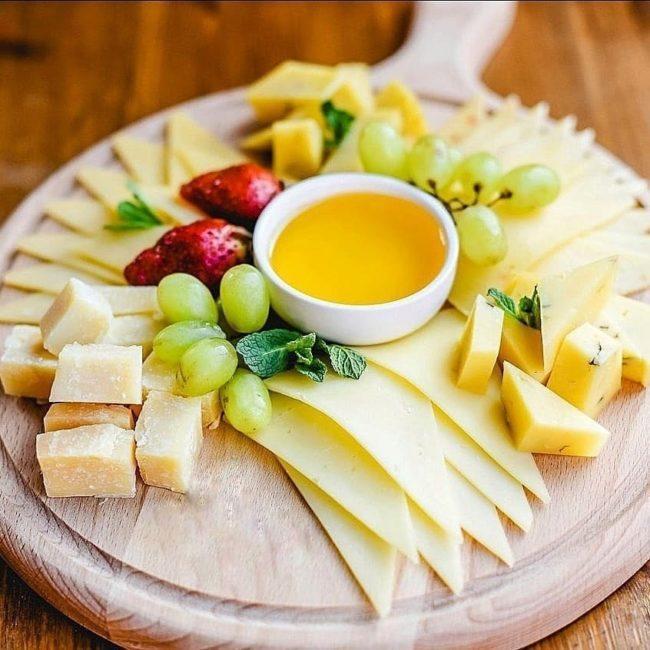 сырная нарезка для новогоднего стола