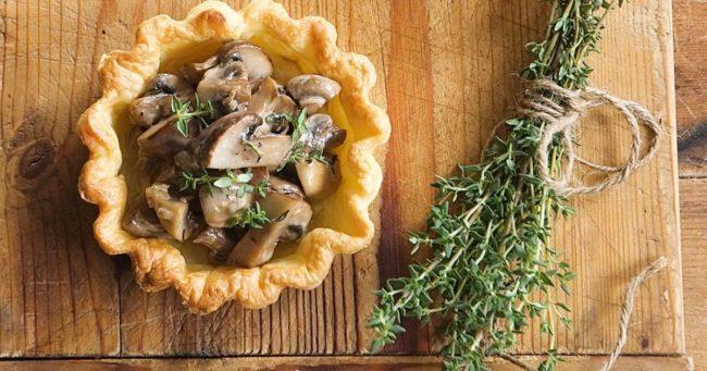 Горячие тарталетки с грибами