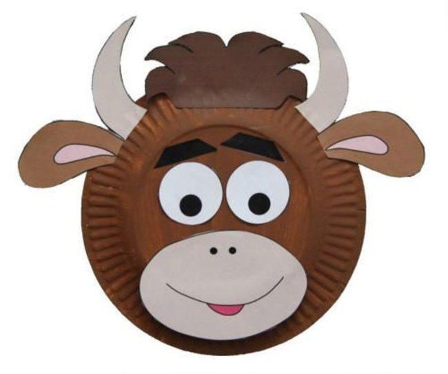 бык и корова из бумажной тарелки