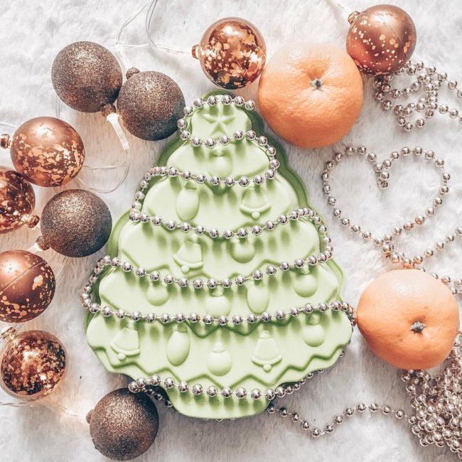 елка и мандарины