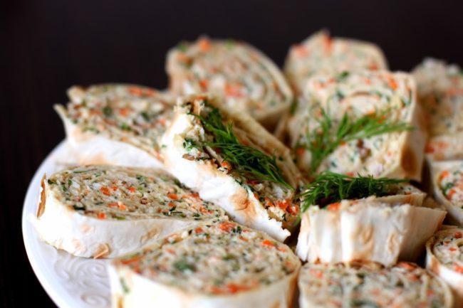 рулетики с морковью, зеленью, сыром