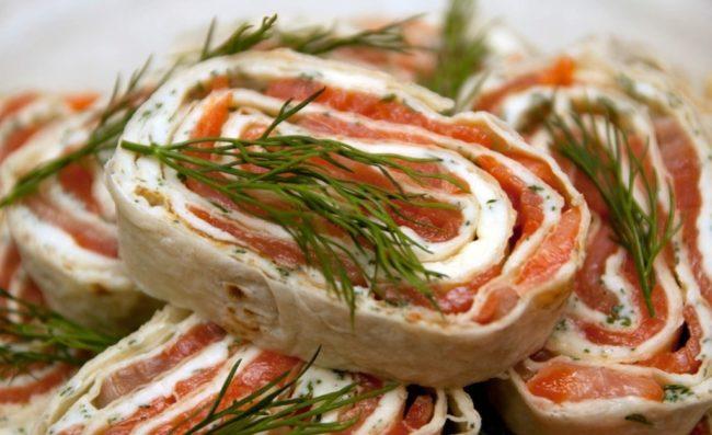 лаваш с красной рыбой и сыром