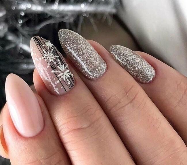 Дизайн ногтей на Новый год 2021