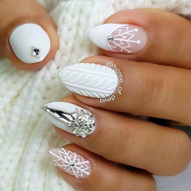 белый новогодний маникюр