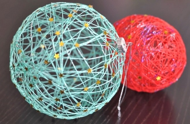 Новогодние шары из ниток своими руками