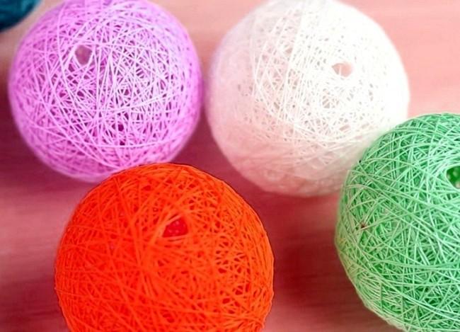 Разноцветные шары из ниток