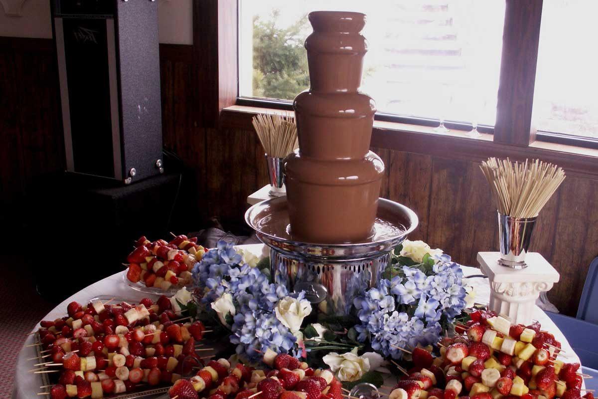 Шоколадный фонтан Виктории Бэкхэм