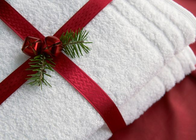 Упаковать полотенце подарок фото