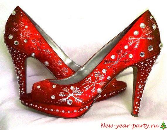красные туфли со снежинками