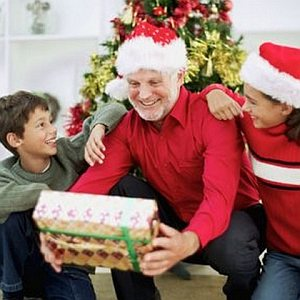 Картинки по запросу Что подарить на новый год 2018 бабушке и дедушке