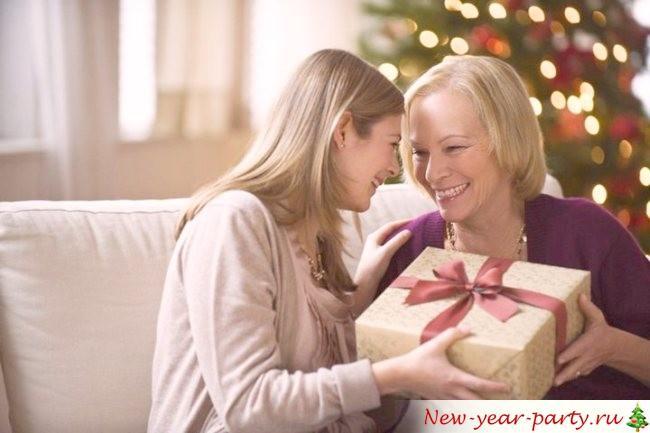 Что подарить маме на Новый год 2018