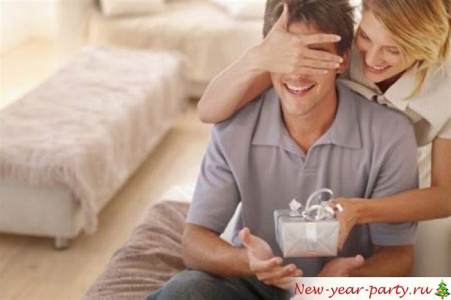 Что же подарить на новый год парню?
