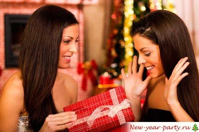 Чо подарить сестре на Новый год 2019