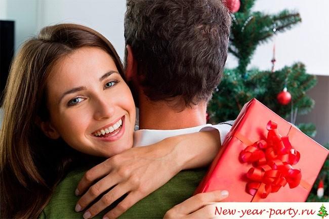 Что подарить женщине на Новый год?