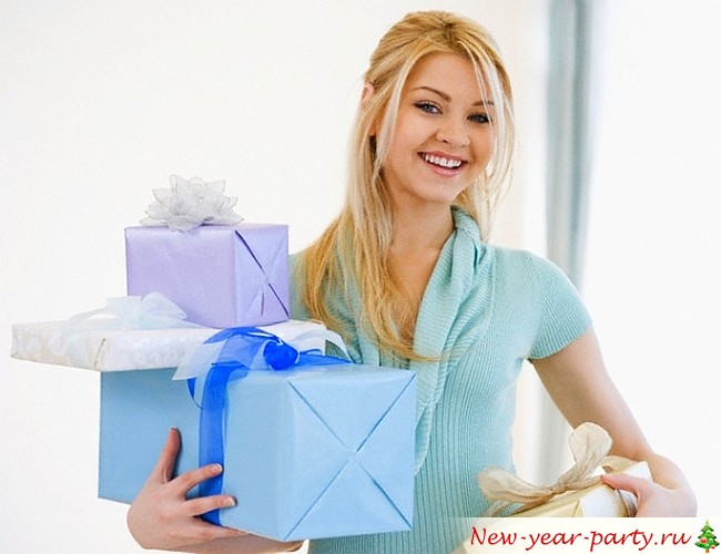 Подарки для женщин на Новый год 2018