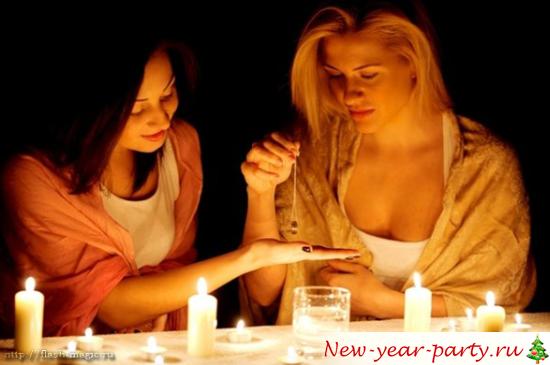 Девушки при свечах