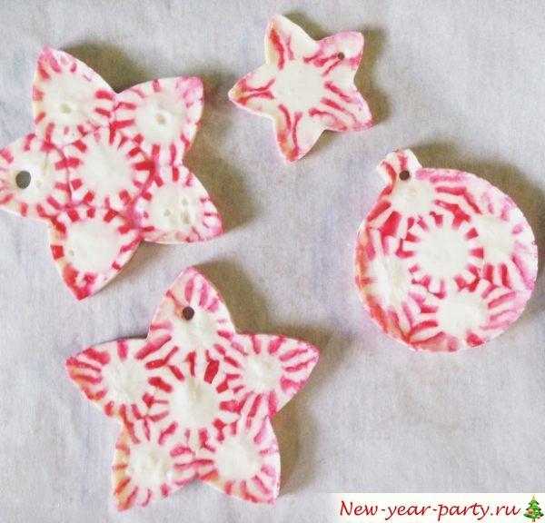 Игрушки из конфет на елку