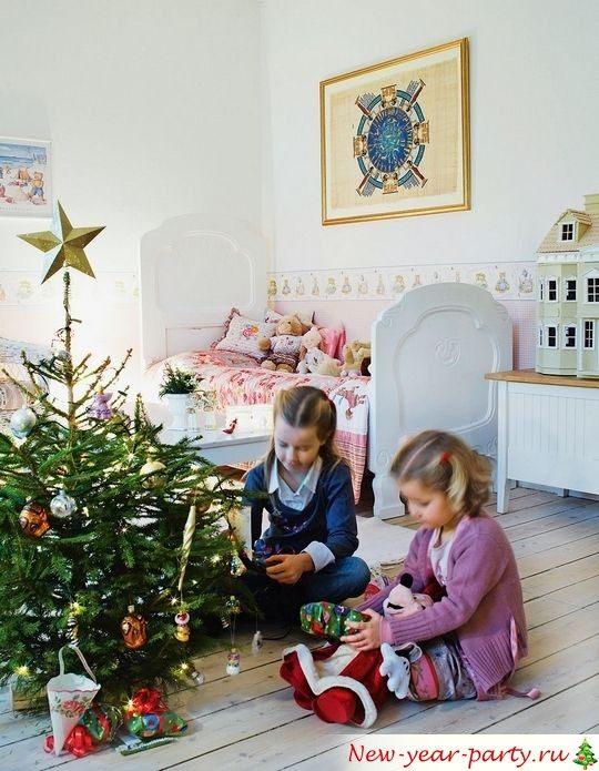 детки под елкой