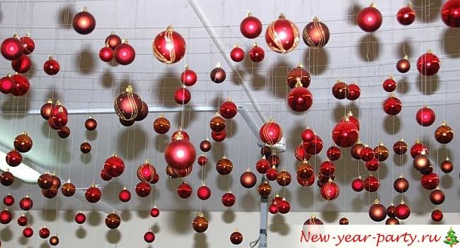 красные стеклянные новогодние шары
