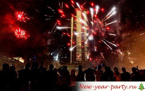 Новогодний фейерверк на крыше