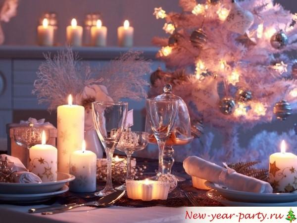 свечи, елка , бокалы