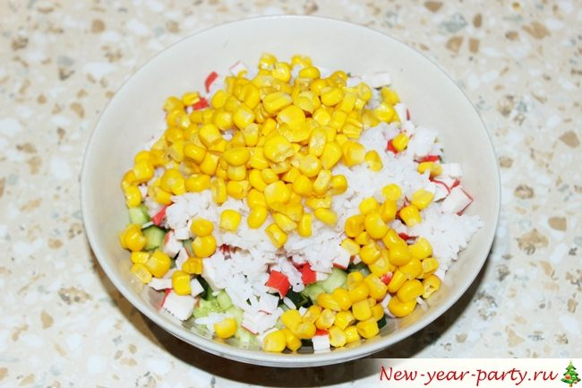 Выкладываем кукурузу