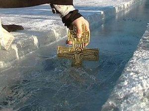 Крещенские купания: какая от них польза и вред