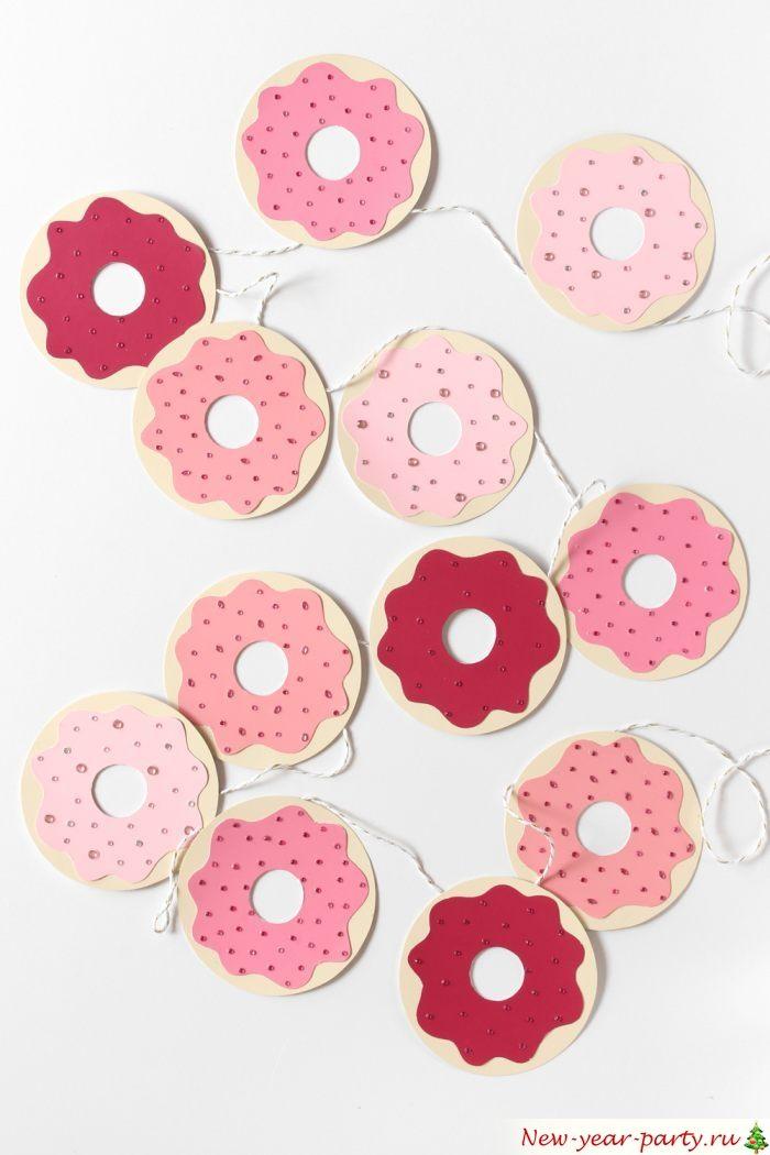 Пончики из картона для декорирования дома