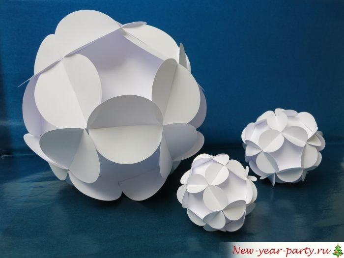 Белые шарики из множества элементов