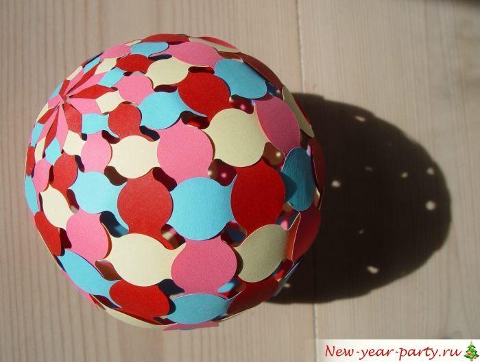 Сфера из полосок четырех разных цветов