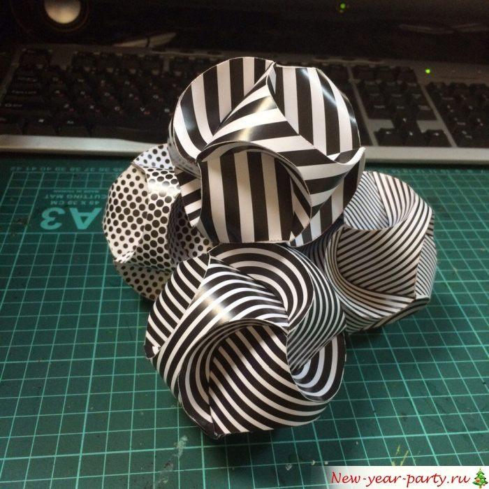 Причудливые черно-белые шарики